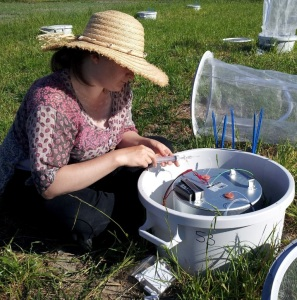 Bess Hardwick measuring gas fluxes from cow pats. © Eleanor Slade.