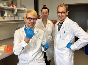 Vasco Elbrecht, Edith Vamos und Florian Leese (left to right) from the University of Duisburg-Essen are working together with the Finnish Environment Institute (SYKE) to assess water quality of Finnish streams with DNA-based methods.